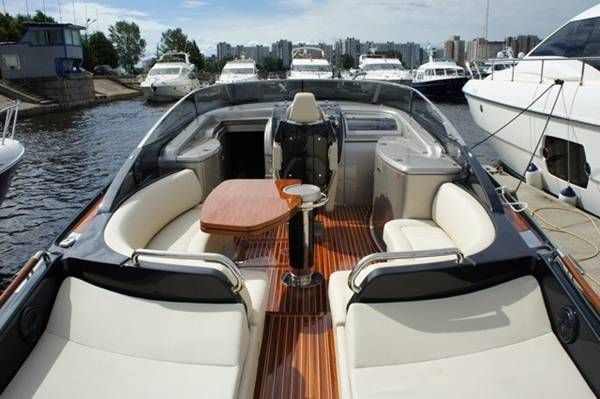 used new riva rivarama super 44 super cruised power boat. Black Bedroom Furniture Sets. Home Design Ideas